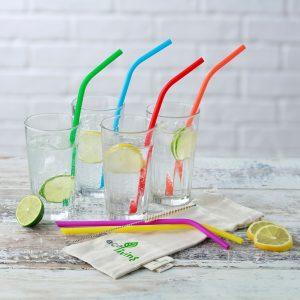 eco-friendly straws in glasses